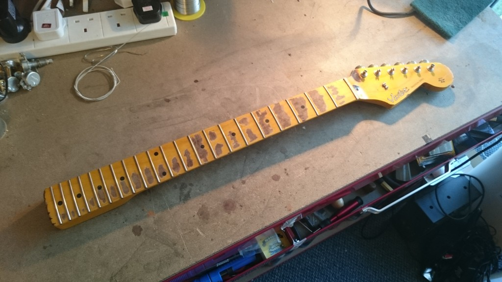 Vester Traditional  - Aged and distressed neck