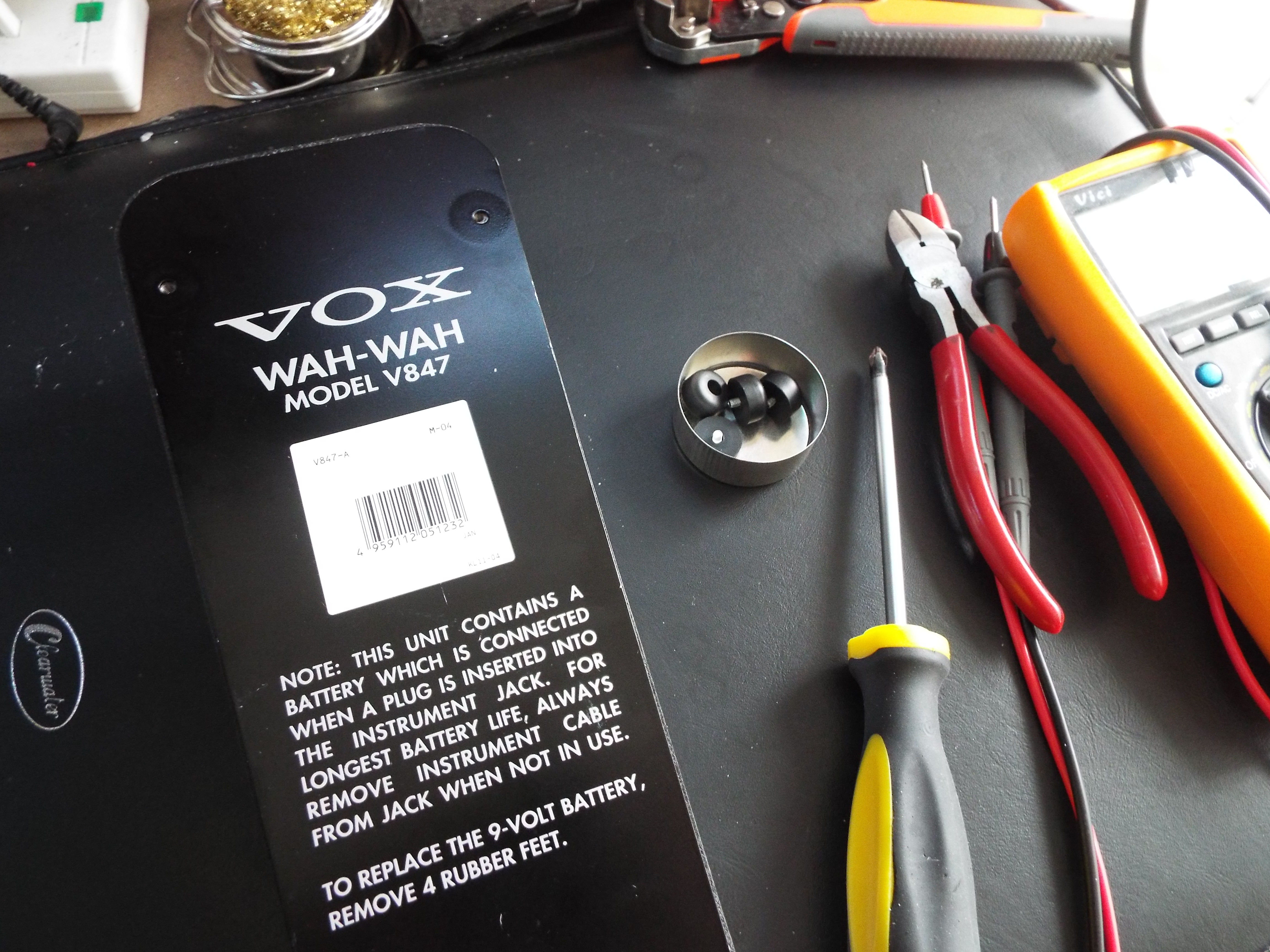 Calling All Wah Users A Cheap Easy Very Effective Mod Upgrade To Your Pedal Use An Old Jar Lid Or Tin Cup Stop Things Rolling Around
