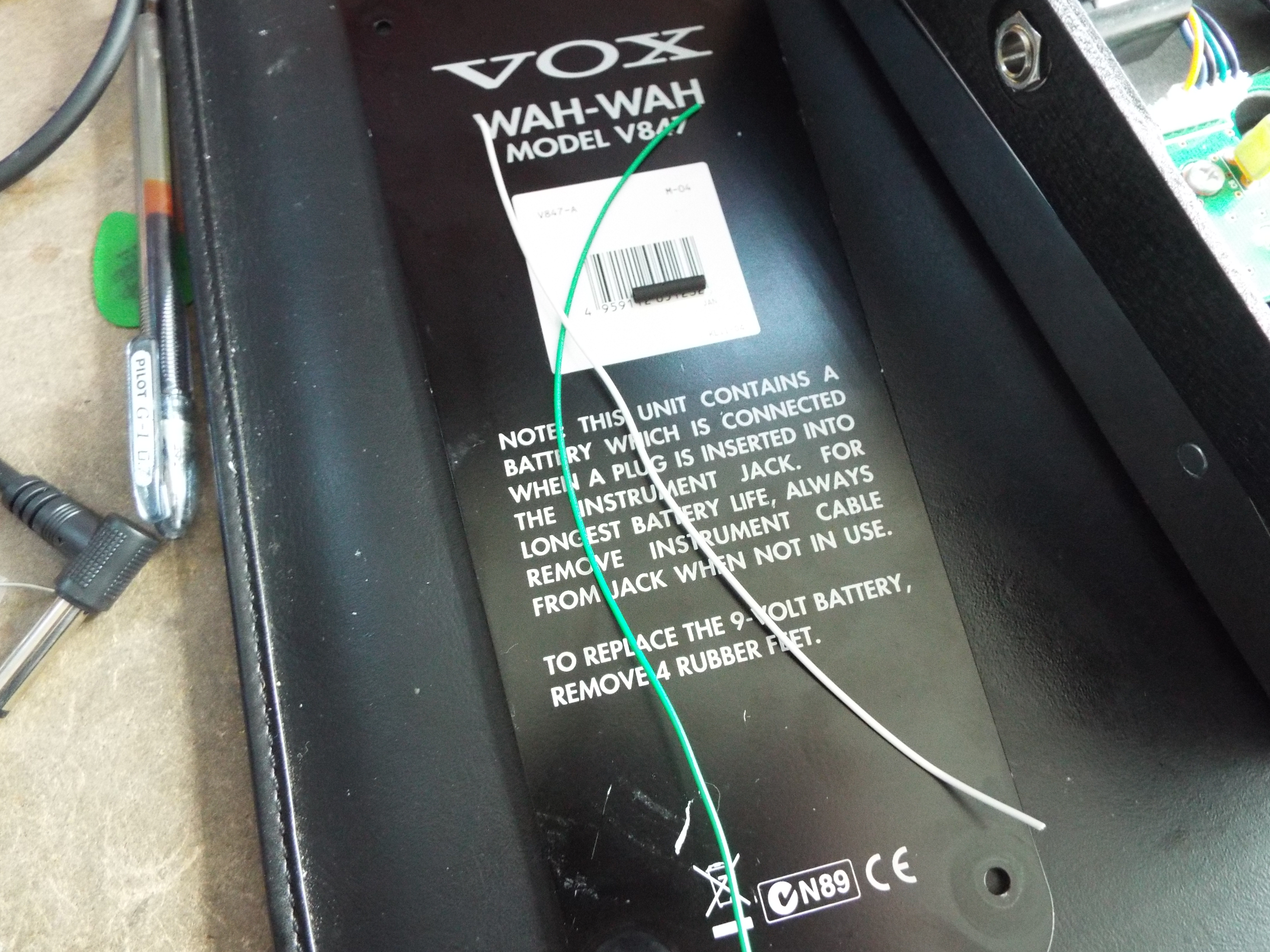 Calling All Wah Users A Cheap Easy Very Effective Mod Upgrade To Your Pedal Cut Two Lengths Of Wire And Small Length Heat Shrink