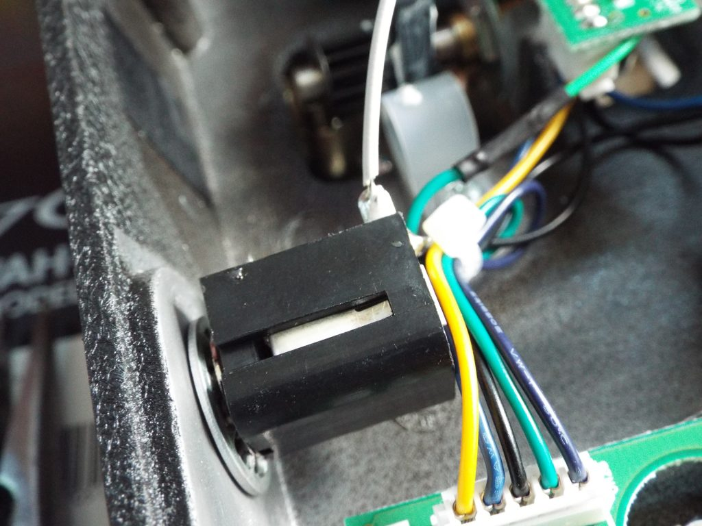 Solder the white wire to the input tip connection